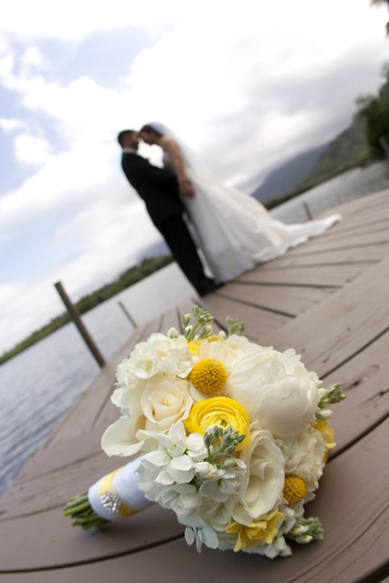 White w/ a touch of yellow for the brides bouquet and yellow w/ a hint of white in the bridesmaid bouquets!